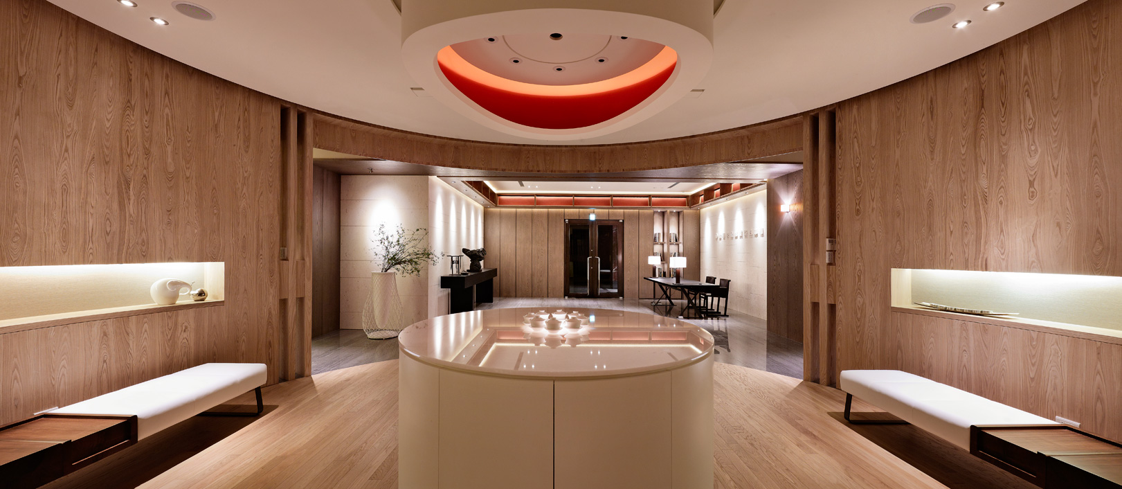 设计概念乃以「文厅」构筑空间,「茶坊」为待客之道,「文房四宝」体现